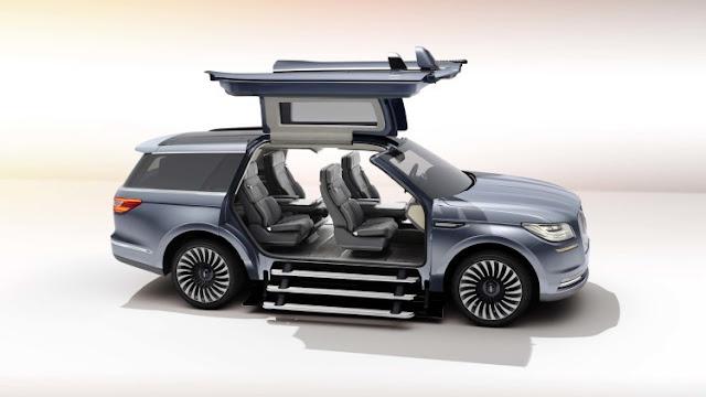 Portas asa de gaivota e seis confortáveis assentos: Lincoln Navigator é um iate do asfalto