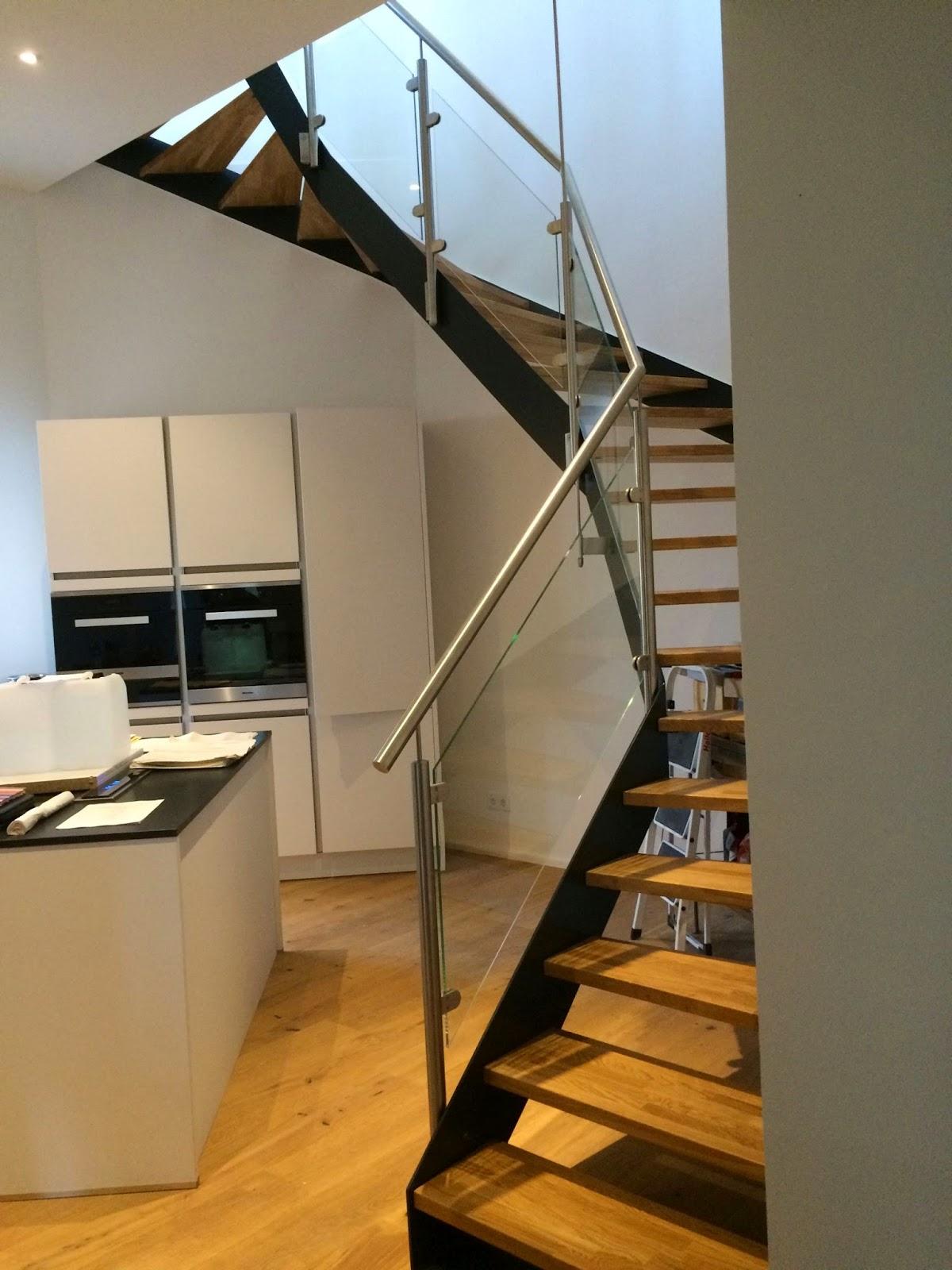 treppen mit glasgelnder treppe mit glas gelnder meeraner und gelnder aus edelstahl treppen aus. Black Bedroom Furniture Sets. Home Design Ideas