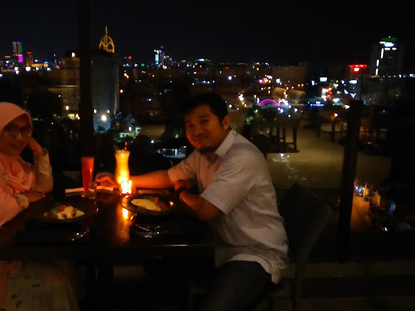 Menikmati Makan Malam Romantis di Rooftop Darmo Steakhouse Batiqa Hotel Darmo Surabaya