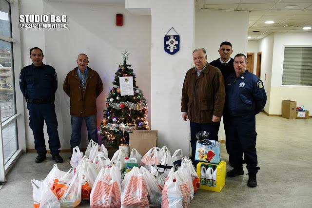 Τρόφιμα και είδη πρώτης ανάγκης από Αστυνομικούς και Λιμενικούς στο Γηροκομείο Ναυπλίου