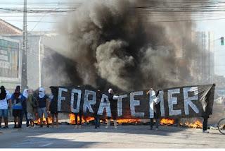 Manifestantes fazem protestos no país contra a PEC dos gastos