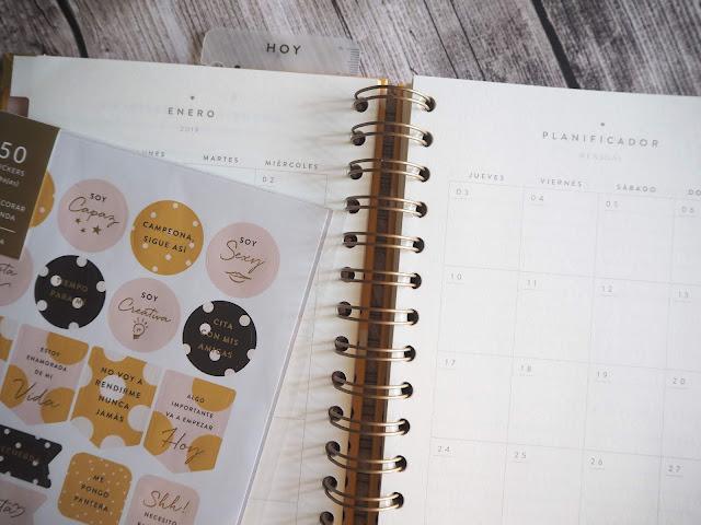 photo-agenda.anual-charuca-mostaza-lunares