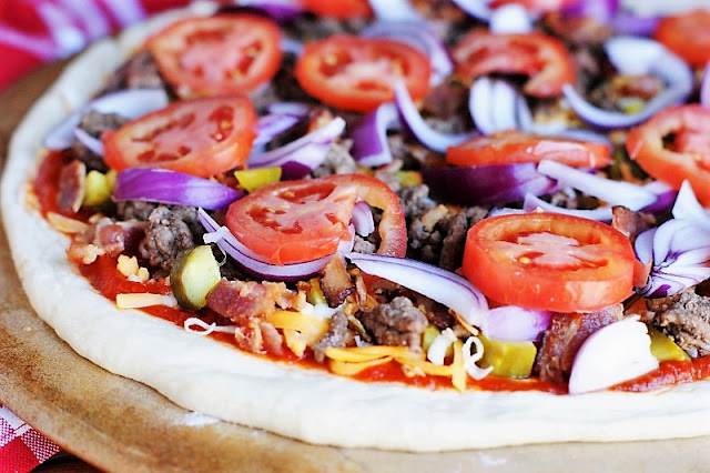 How to Make Bacon Cheeseburger Pizza Image