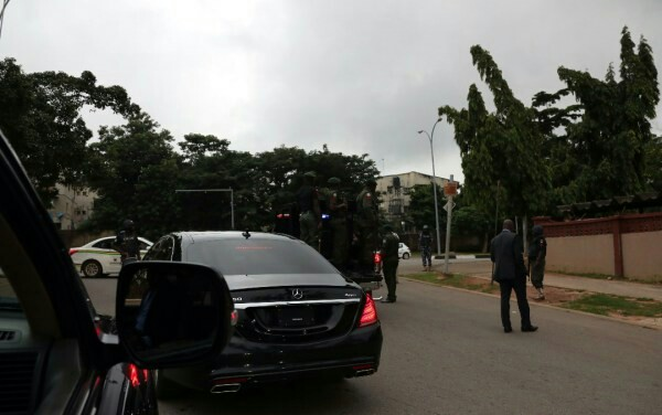 BREAKING: Armed DSS Officers Surround Saraki, Ekweremadu's Houses In Abuja