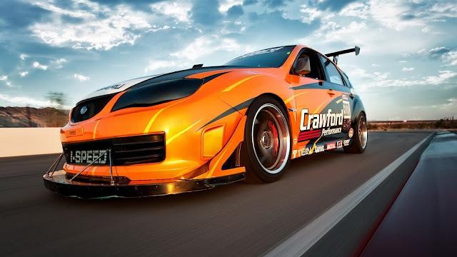 Carro de corrida laranja carro novo na pista foto