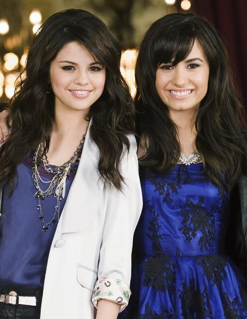 Kidrauhl & Mamacita: Selena Gomez ft Demi Lovato -One and the same from disney channel Princess ...