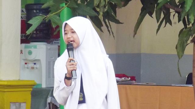 Siswi SMP Negeri 2 Pekanbaru, Rika mulai bercerita dengan tiga kata kunci