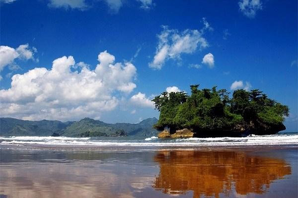 Keindahan pantai Pelang Trenggalek