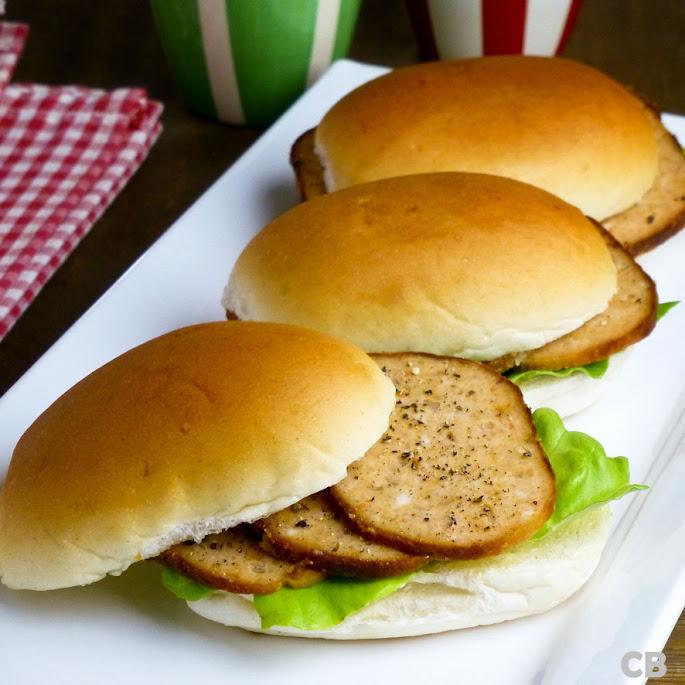Dinerbroodjes met zelfgemaakt kipgehaktbrood