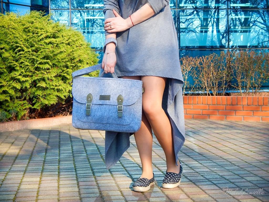 1 sukienka asymetryczna szara z kapturem sammydress maxi dresowa sukienka filcowa duża listonoszka A4 manzana espadryle w groszki renee melodylaniella ootd wiosenna stylizacja