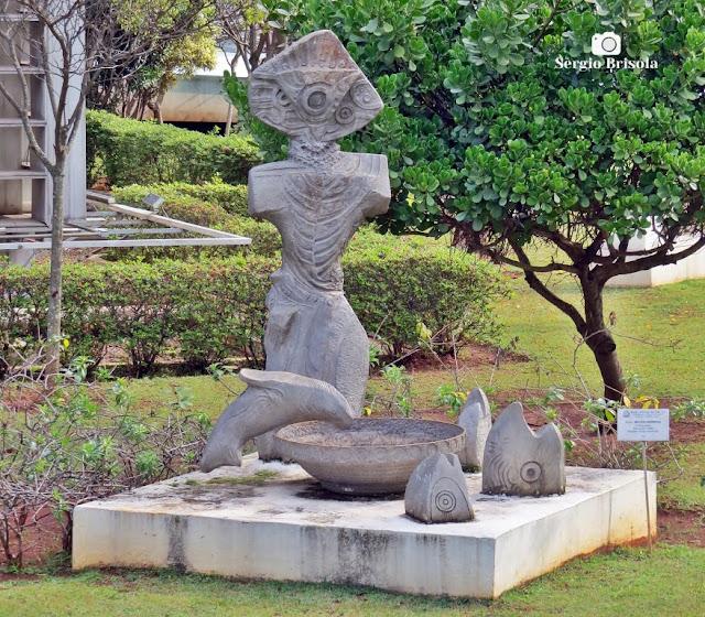 Close-up da Escultura O Pescador - ALESP - São Paulo