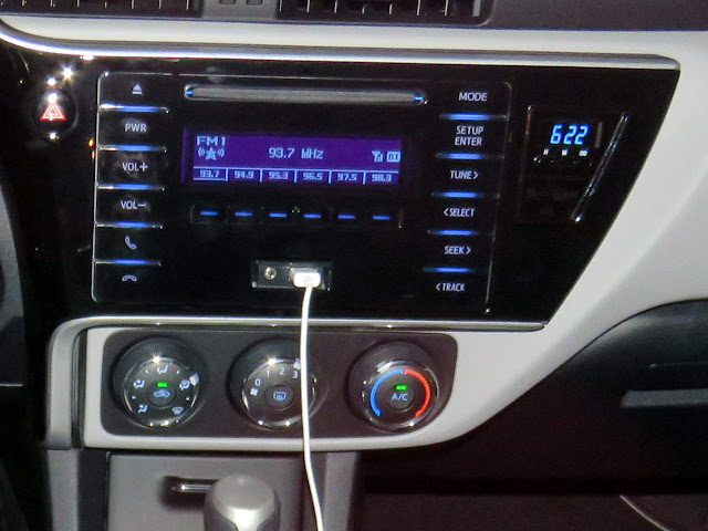 Toyota Corolla 2018 - sistema de som do modelo GLi