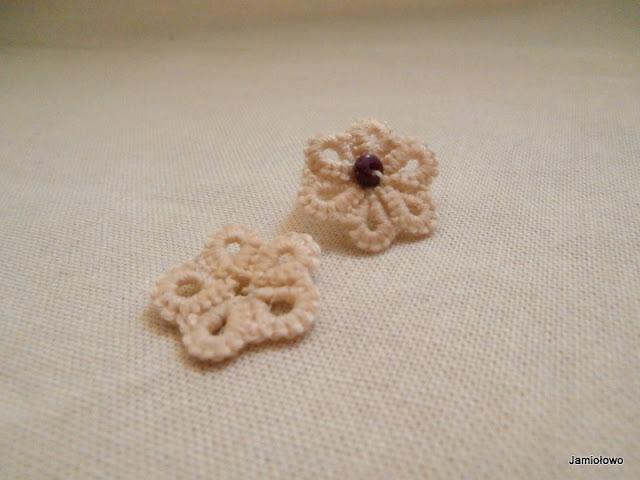 pierwsze kwiatki wykonane na igle