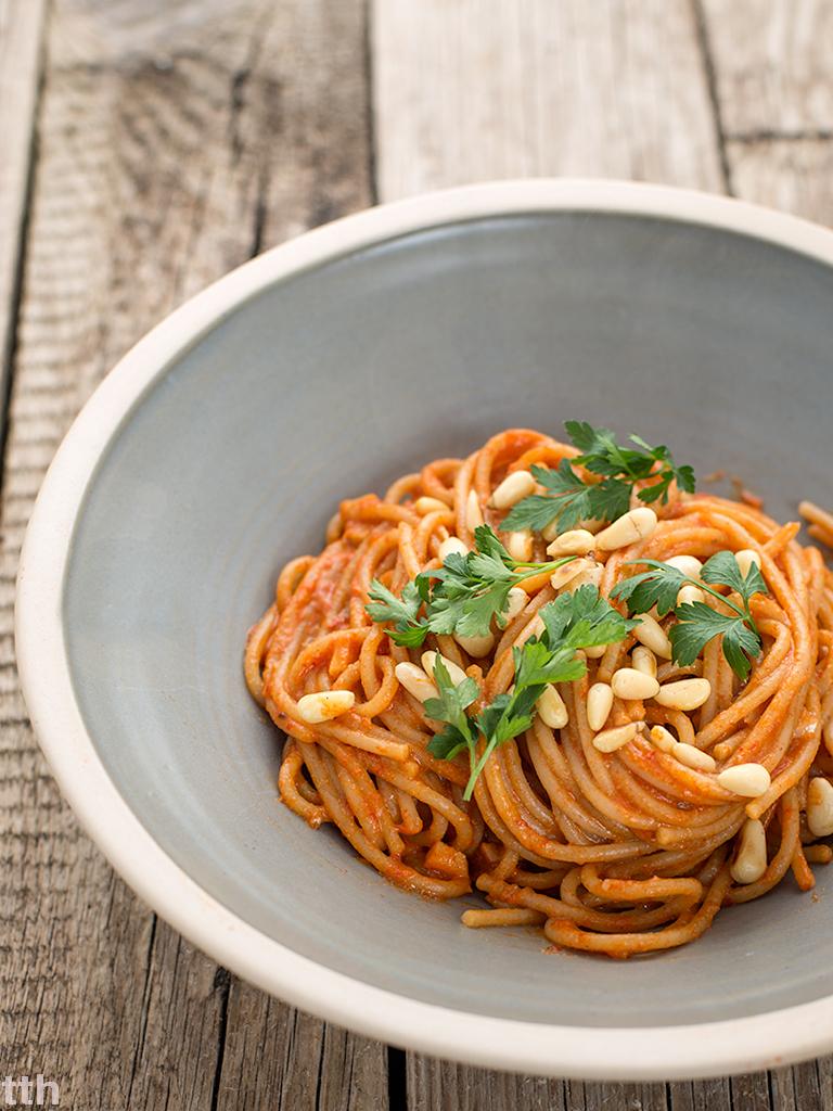 Spaghetti z ajwarem wegańskie, bezglutenowe roślinny blog kulinarny weganizm