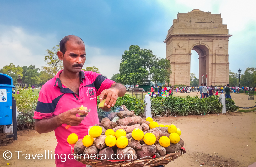 Today, India Gate has also come to be known as the place where the common people of Delhi and beyond gather on a pleasant day or in evenings and hangout till late in the night munching on spicy bhelpuri, golgappe, and sweet potato chaat.