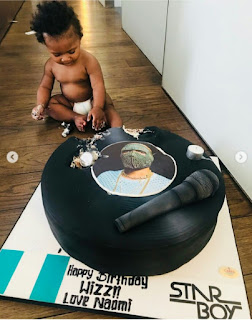 Zion destroys the cake Naomi Campbell gave Wizkid on his birthday