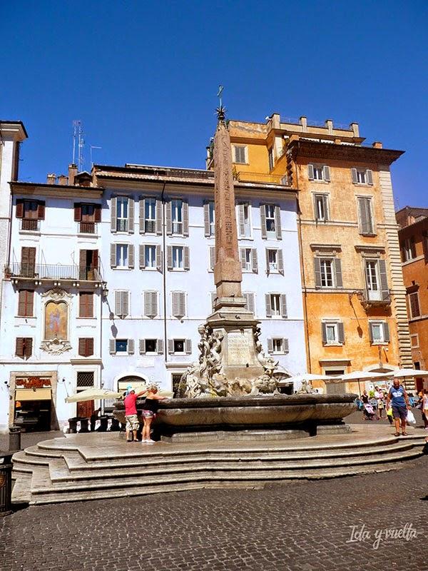 Obelisco en la piazza