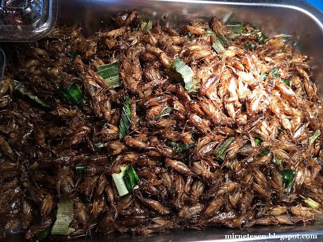 Улица Каосан - жареные насекомые