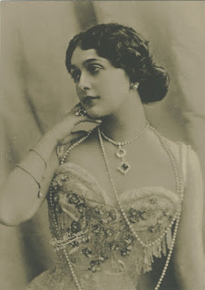 Cavalieri starred opposite Enrico Caruso in Paris and New York
