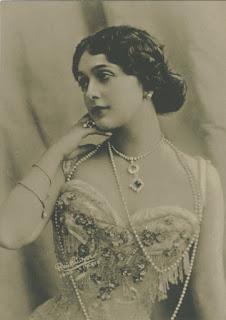 Cavalieri starred opposite Enrico Caruso in Paris and New York