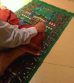 Tiga posisi (telapak) Tangan ketika Tasyahud dalam Shalat