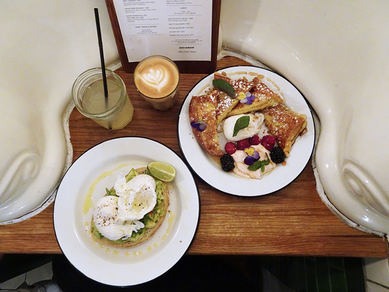 London_Attentdant_Toilet_Cafe Breakfasts