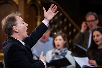 Nigel Short in rehearsal with Tenebrae