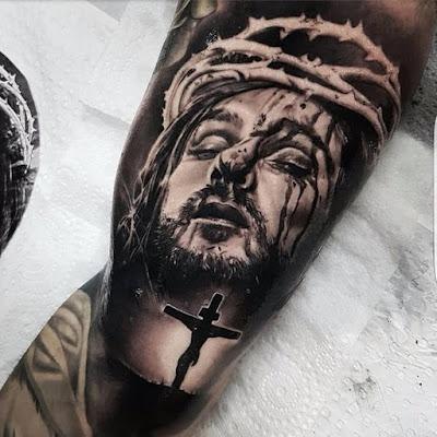 Tatuaje increíble de Jesús en blanco y negro