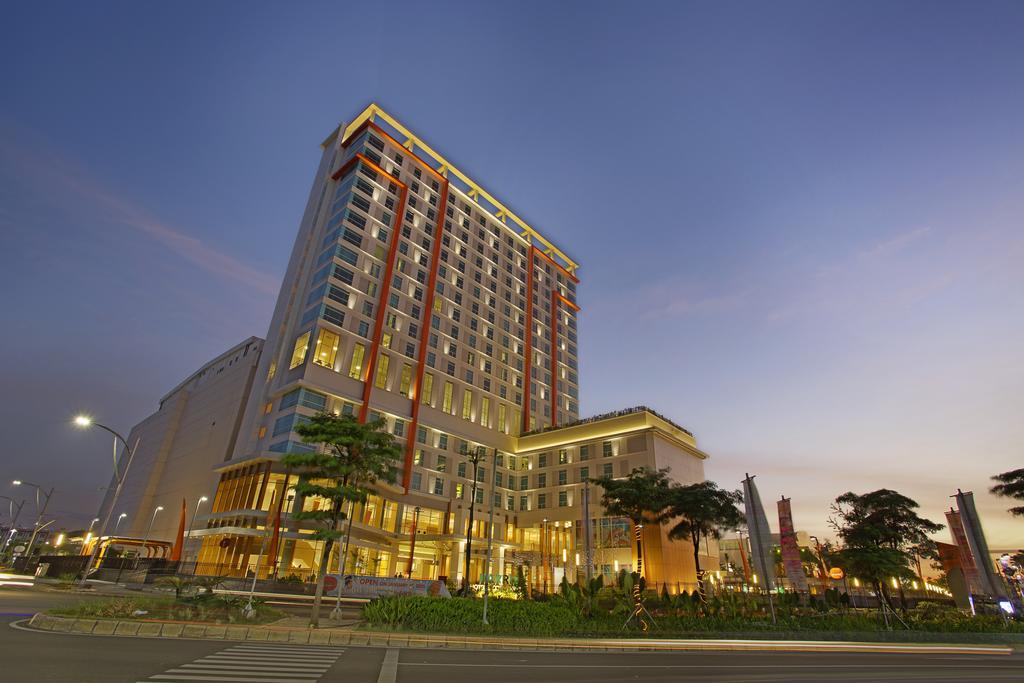 Hotel Harris Bekasi Utara Jl. Bulevard Ahmad Yani Blok. M, Marga Mulya