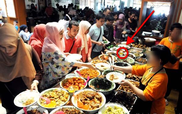 """Lihat Ciri-ciri Tempat Makan Dengan """"JIN PELUDAH"""". Bikin Laris Manis Tapi.."""