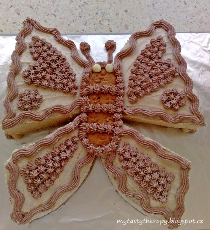 krémový dort ve tvaru motýla
