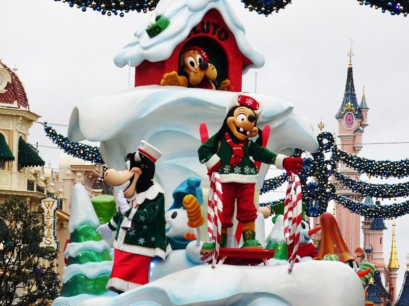 Parade de Noël à Disneyland Paris