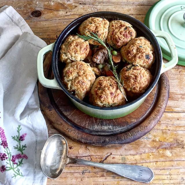 Guiso Con Dumpling De Cheddar