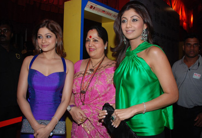 Shilpa with sister and mother