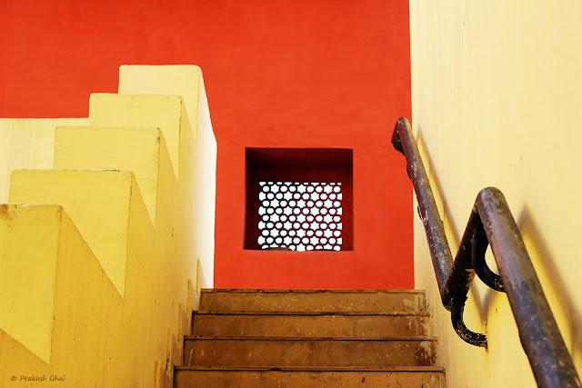 A Minimalist Photo of the Half-way mark at Staircase at Jawahar Kala Kendra - Jaipur