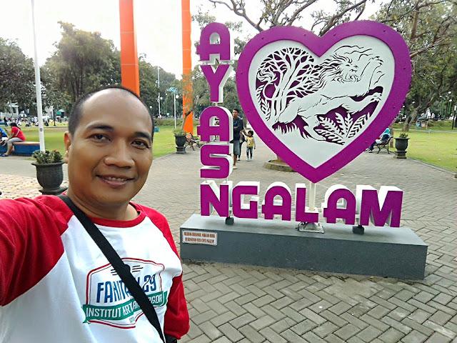 Foto Selfie di Alun-alun Kota Malang yang asri.