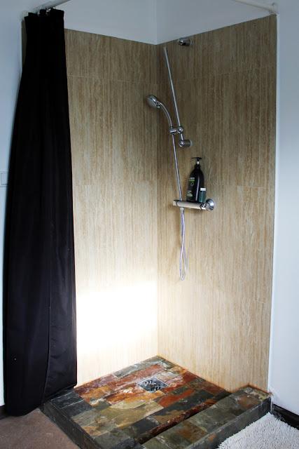 Ducha del baño común del Selfoss Hostel