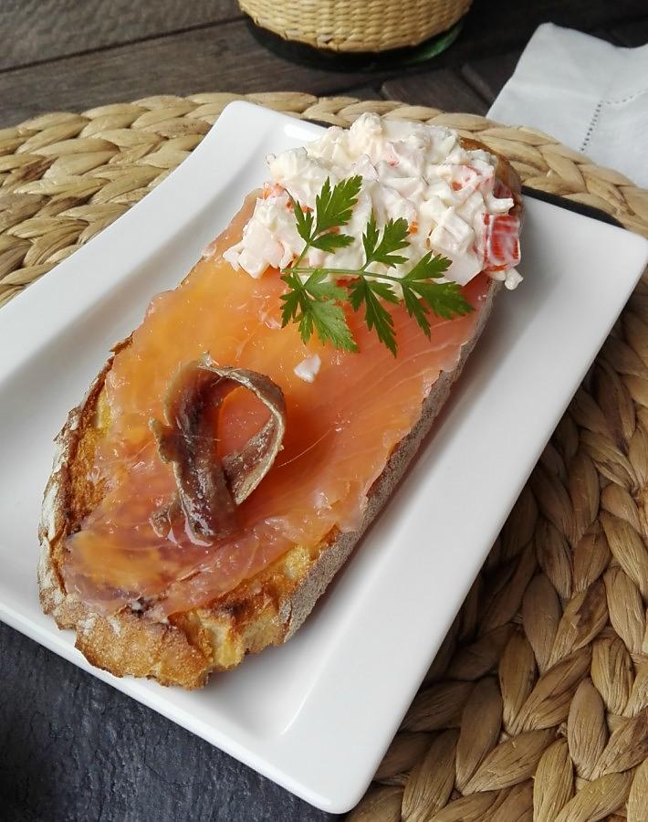 Tostada con salmón ahumado