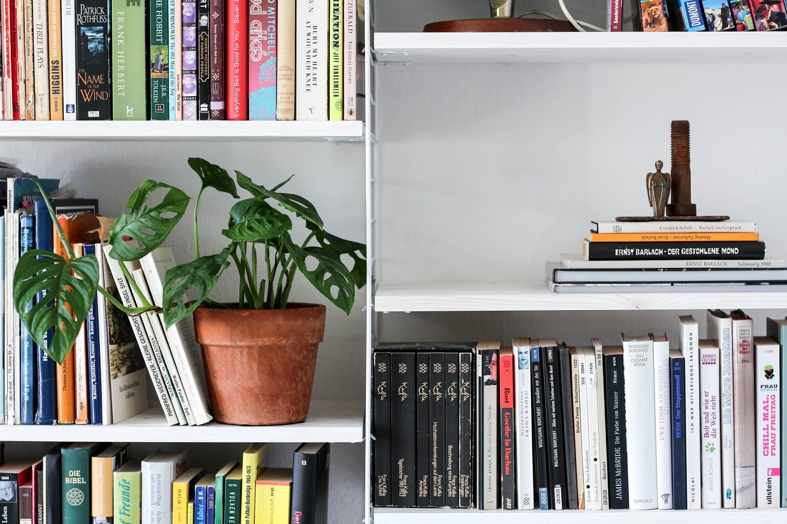 meine neue b cherwand im arbeitszimmer ordnung im regal dank designdeli mintundmeer. Black Bedroom Furniture Sets. Home Design Ideas