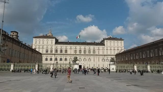 piazza-castello-palazzo-reale-torino