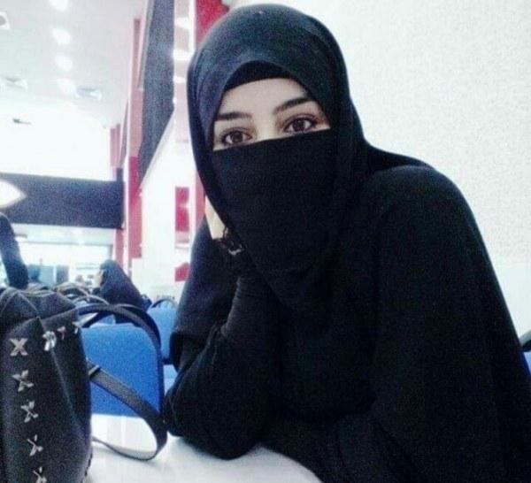 موظفة أربعينية مقيمة في السعودية أبحث. عن شريك الحياة