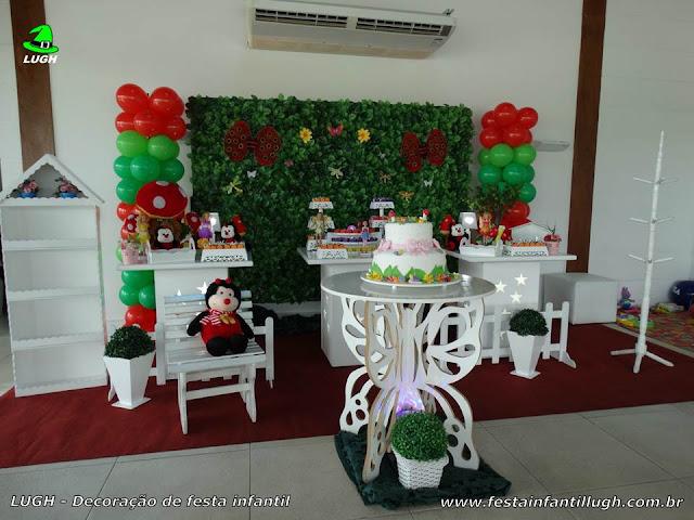 Decoração infantil Jardim Encantado - mesa decorada provençal com muro inglês