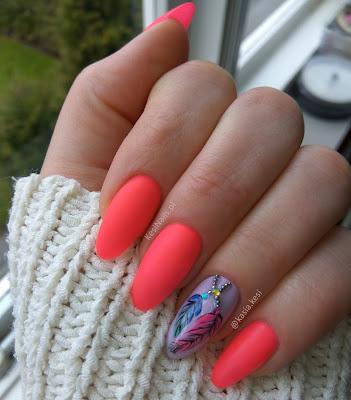 [Recenzja + moje paznokcie] Manicure z piórkami, matowy top, holo kawior i piegi :)