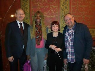 Le chef d'orchestre Madame Rimma Sushanskaya, le pianiste Alexandre Ghindin avec Madeleine et Pierre Scherb