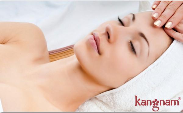 Massage mặt quá mạnh thường xuyên làm nhão cơ mặt, gây chảy xệ hình thành nếp nhăn