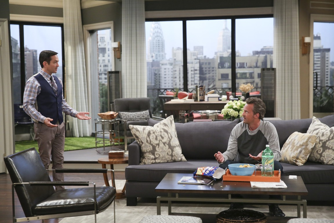 The Odd Couple - Season 2 Episode 01: All About Eavesdropping