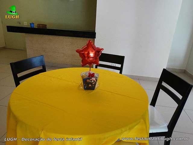 Toalhas e enfeites de centro de mesa dos convidados