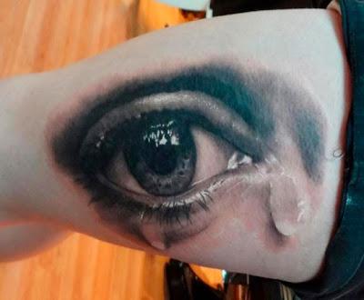 tatuaje de ojo llorando