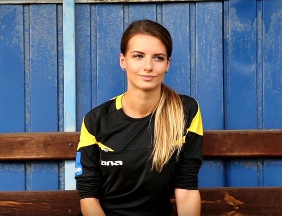 Polish referee Karolina Bojar has gone viral