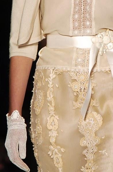 runway details: Oscar de la Renta lace dress and gloves